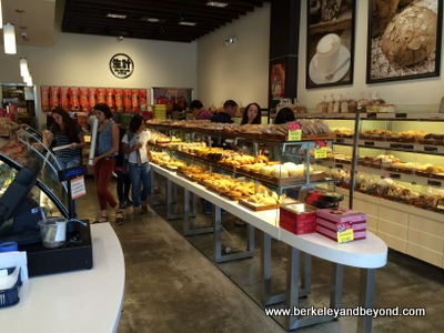 BERKELEY-Sheng Kee Bakery-interior-c2014 Carole Terwilliger Meyers-iPhone-400pix