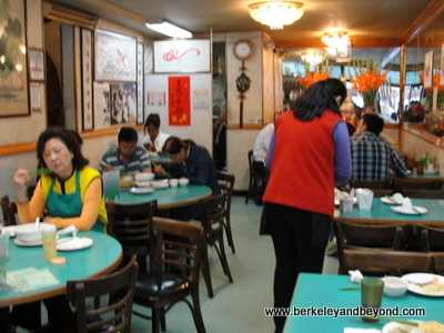SF-Chinatown-Lucky Creation Vegetarian Restuarant-interior-c2015 Carole Terwilliger Meyers-400pix