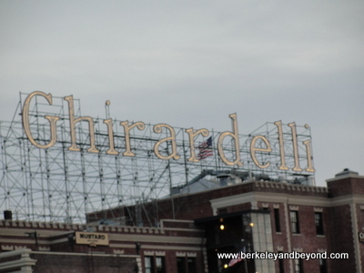 SF-Ghirardelli sign 1-c2015 Carole Terwilliger Meyers-600pix
