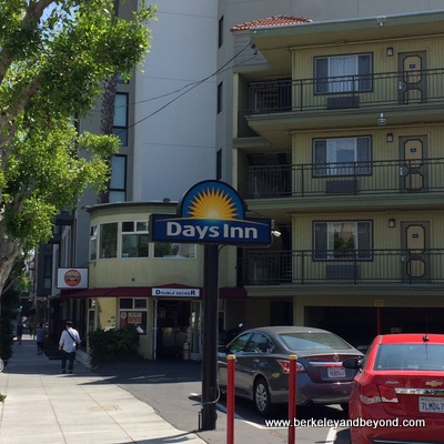 SF-Days Inn+Double Decker-c2015 Carole Terwilliger Meyers-iPhone-400pix