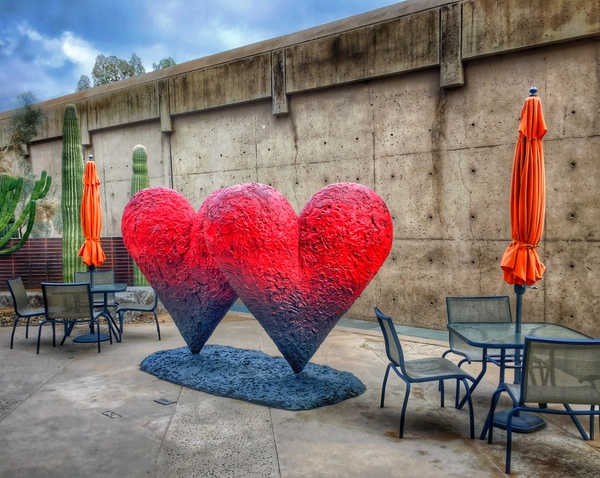 16-U.S.-PALM SPRINGS-HEART sculpture-cLee Daley-600pix
