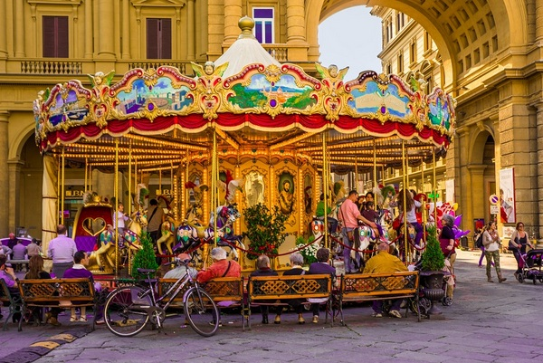 carousels-Florence, Italy-near Duomo-cMichelle Raponi-600pix