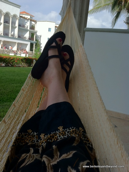 6-toes-Playa-Riviera Maya-Mexico-The Royal-hanging in hammock-selfie-c2012 Carole Terwilliger Meyers-iPhone-600pix