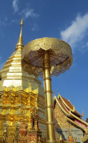 1-Golden Umbrella at Doi Suthep cSuzanne Fluhr-600pix1