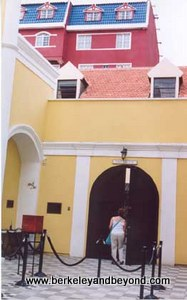 Curacao-Jewish synagogue-c2003 Carole Terwilliger Meyers-300pix