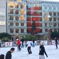 SF-Union Square-Christmas-ice skating rink 1-c2017 Carole Terwilliger Meyers-200pix